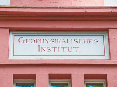 Inschrift über dem Eingang