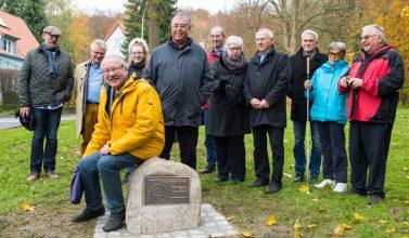 Emil Wiechert erhält Gedenkstein